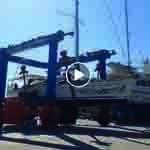 vor dem Segeltörn im Mittelmeer im Travellift